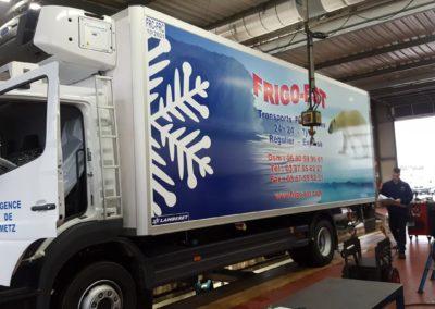 Décor camion frigorifique entreprise FRIGO-EST - Pose sur site