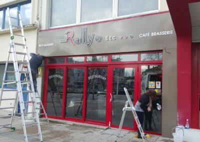 Restaurant LE RALLYE : fond d'enseigne et jambages en tole alu et lettrage retro eclairé