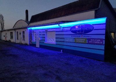 Habillage de façade en Alu Dibond avec éclairage leds entreprise L'EXPERT FENETRE
