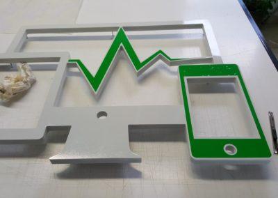 Fabication d'un logo en Komacel fraisé pour enseigne avec rétro éclairage leds entreprise REPAIR EXPRESS