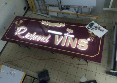 Fabrication de l'enseigne lumineuse entreprise Richard Vins