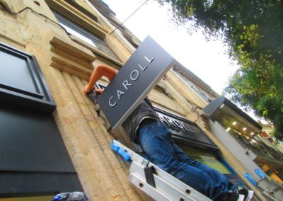 Fabrication et pose d'un caisson lumineux magasin CAROLL