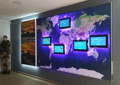 Création, fabrication et pose d'un projet personnalisé pour la Base militaire de Rouvres : insertion de TV dans panneau lumineux avec éclairage leds