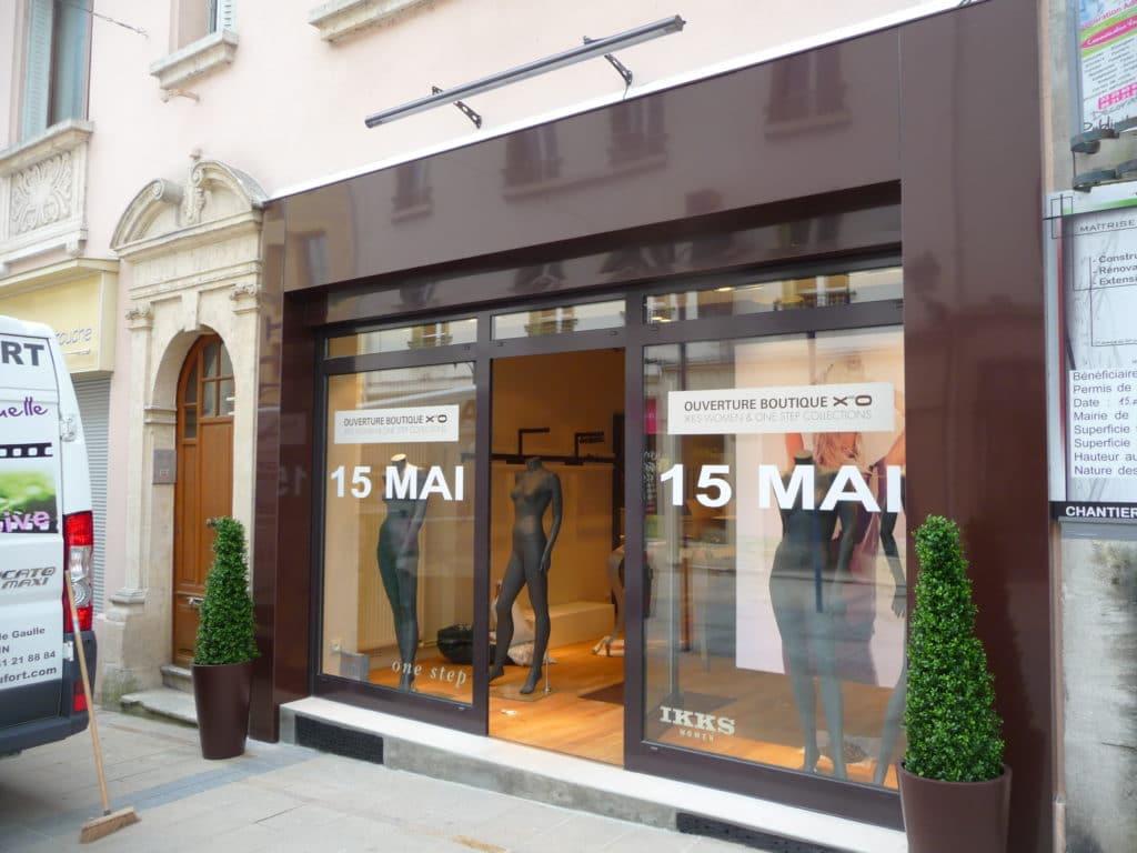 Habillage de façade de magasin en tôlerie aluminium