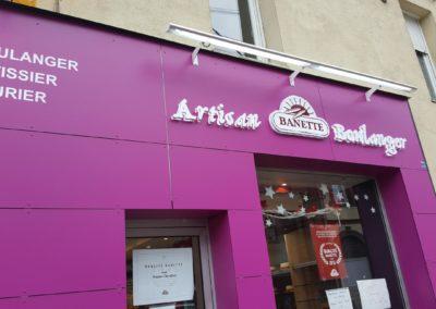 Pose d'un habillage de façade en Trespa boulangerie