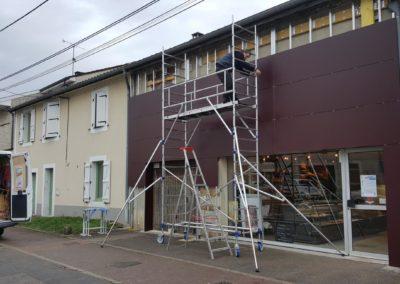 Pose d'un habillage de façade en Trespa boulangerie Fournier
