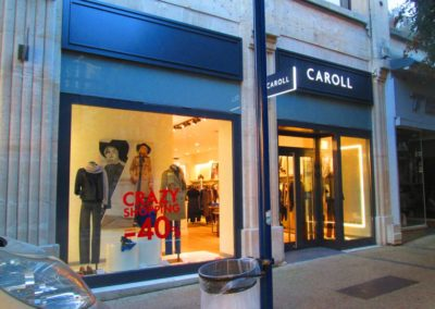 Habillage de façade en tôlerie aluminium magasin CAROLL - Enseigne et caisson lumineux