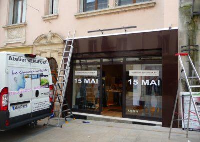 Habillage de façade en tôlerie aluminium magasin X and O