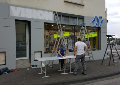 Habillage de façade en Trespa magasin optique VISION SANTE - Enseigne lumineuse