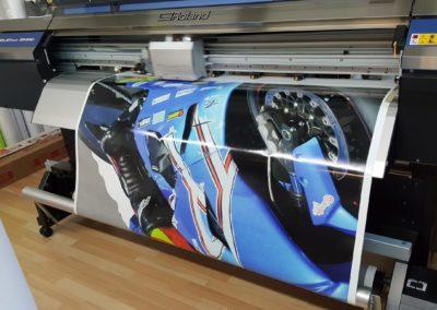 Impression numérique grand format avec machine Roland