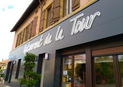 Façade et enseigne Restaurant de la Tour